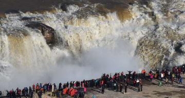 黄河壺口瀑布が増水期を迎える