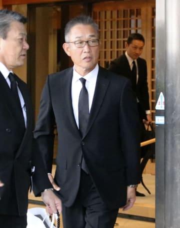 近藤昭仁さんの葬儀に参列した西武の辻発彦監督=1日午後、横浜市の総持寺