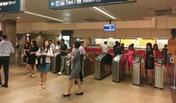 シンガポールで4日から、米マスターカードのクレジットカードなどで駅の改札を通過できるようになる=1日、シンガポール中心部(NNA撮影)