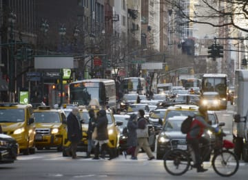 ニューヨーク中心部の交通渋滞=1日(共同)