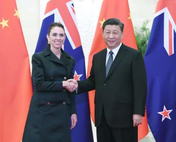 習近平主席、NZのアーダン首相と会見 両国関係の強化を強調