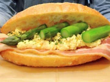 草津産のアスパラガスを使ったサンドイッチ(草津市下笠町・草津あおばな館)