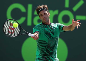 Roger Federer advances to fourth round at Miami Open