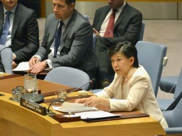 国連安全保障理事会の会合で発言する中満泉事務次長(右)=2日、米ニューヨークの国連本部(共同)