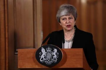 英国の閣議後に記者会見するメイ首相=2日、ロンドン(ロイター=共同)