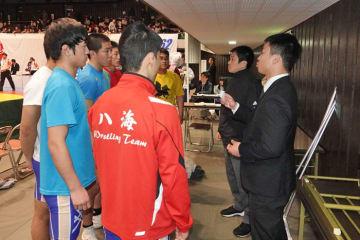 新潟県を代表するチームに成長した八海と関川博紀監督(右から2人目)