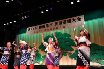 昨年3月の相模原市民俗芸能大会で披露された「麻溝ごぼう音頭」の踊り(麻溝ごぼう音頭保存会提供)