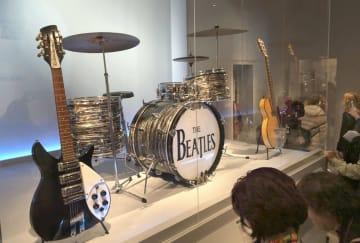 ビートルズが使っていたギターやドラム=1日、米ニューヨーク(共同)