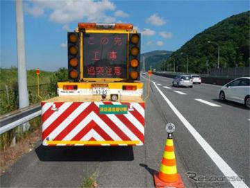 渋滞末尾警戒車の配置例