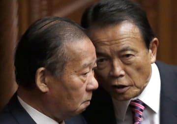 二階俊博自民党幹事長と麻生太郎副総理兼財務相(写真:日刊現代/アフロ)