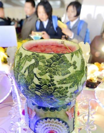 「太陽節料理祭典」に出品された料理=3日、平壌(共同)