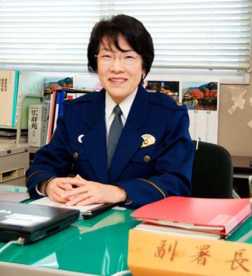 【副署長に就任した中川警視=亀山署で】