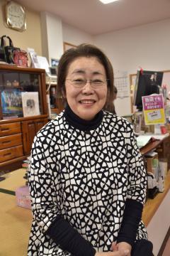 あんちゃん、こうちゃんの衣装を製作した山崎照恵さん=北茨城市大津町