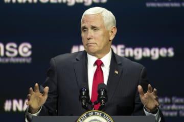 米シンクタンクの会合で講演するペンス副大統領=3日、ワシントン(AP=共同)