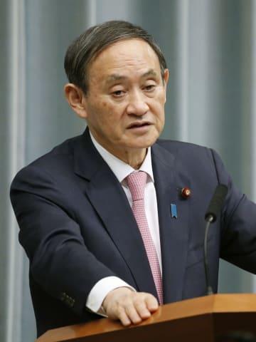 記者会見する菅官房長官=4日午前、首相官邸