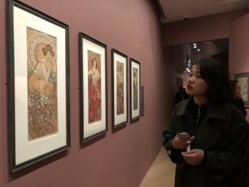 日本の漫画にも影響 チェコの巨匠ミュシャ回顧展、上海で開催