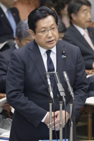参院決算委で答弁する塚田一郎国交副大臣=4日午後