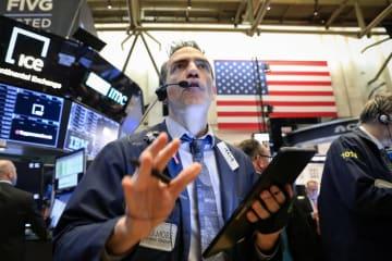4日のニューヨーク証券取引所(ロイター=共同)