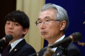 弘中惇一郎弁護士(4月4日、東京都内)