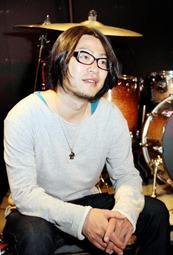 ライブハウス「太陽と虎」代表を務めた音楽プロデューサーの松原裕さん=神戸市中央区