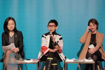 左からサントリーの福本執行役員、ブランドコンサルタントのヌイ氏、日本ロレアルのデルフィーネ所長