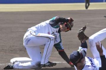 初回第1打席で二塁打を放ったBC栃木・西岡剛【写真:小西亮】