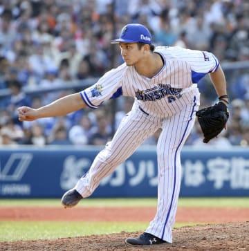 5回から2番手で登板し、2回無失点で勝利投手のDeNA・国吉=横浜
