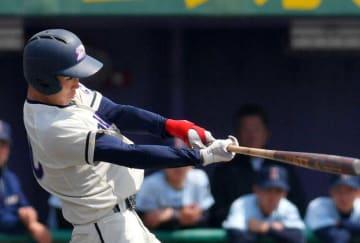 同大-近大 3回裏同大1死一塁、左越えに2点本塁打を放つ松本(わかさスタジアム京都)=撮影・田村泰雅