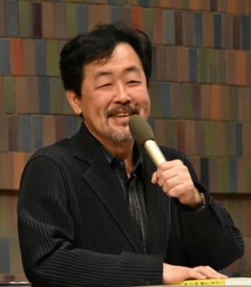 「岡山のばら寿司のように具がてんこ盛りの展覧会」などと話した山下教授