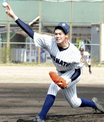 プロ野球関係者のスピードガンで最速163キロをマークした大船渡・佐々木朗希=奈良県