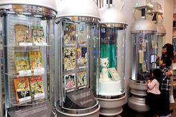 展示内容を再構成した常設展示カプセル=宝塚市武庫川町