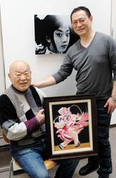 親子2人での個展を開く、金●さん(左)と金鋭さん=神戸市中央区北長狭通3※●は「羽」の下に「軍」