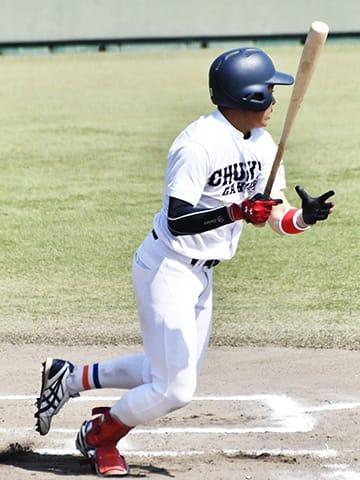 岐阜聖大×中京学院大=6回表中京学院大1死二塁、先制適時二塁打を放つ中村=KYB