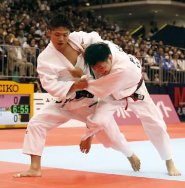 【男子66キロ級決勝】阿部一二三(右)を破り優勝した丸山城志郎