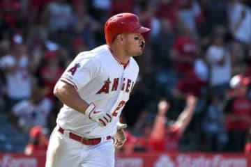 8日のレンジャーズ戦で4戦連発となる本塁打を放ったエンゼルスのマイク・トラウト【写真:AP】