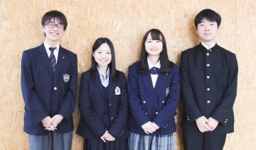 左から板鞍さん(3年生)、飯村さん(2年生)、宮下さん(3年生)、小島さん(1年生) 学年は2019年3月当時