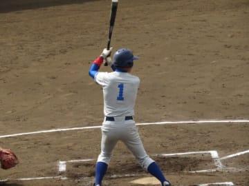 決勝点となる打点をあげた保知(経・3年)(写真は軟式野球部提供)