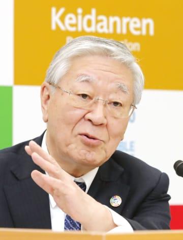 記者会見する経団連の中西宏明会長=8日午後、東京都千代田区