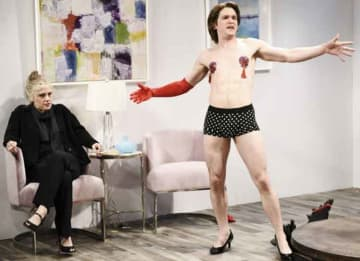 Kit Harrington Dresses In Drag For 'SNL' Sketch Of Burlesque Strip Tease [VIDEO]