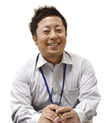 東進衛星予備校  長浜駅前校 校舎長 福永 利一郎 さん(36歳) 仕事をしていてうれしい瞬間は2つ。生徒がある日を境にエンジン全開、全力で学習に取り組む姿勢になり、そのきっかけ作りができたとき。そして、最終的に志望校に合格し、笑顔で報告しに来てくれたとき。
