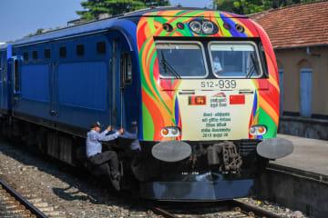 スリランカ南部鉄道が開通 中国企業が建設