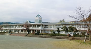 上小学校の校舎