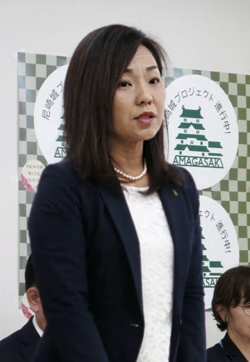 総合教育会議であいさつする兵庫県尼崎市の稲村和美市長=10日午後、尼崎市役所