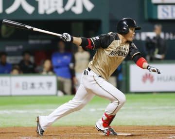 11回日本ハム2死一、二塁、王柏融が右前に勝ち越し適時打を放つ=ヤフオクドーム