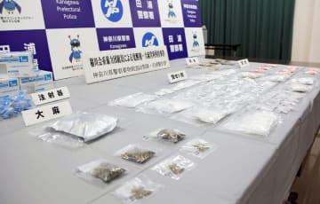 県警が押収した覚醒剤や大麻など=田浦署