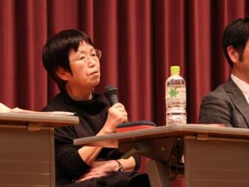 優生保護法の強制不妊被害について講演する利光恵子さん。被害当事者を長年、支援してきた(3月31日、京都市中京区・立命館大朱雀キャンパス)