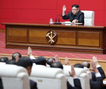 北朝鮮・朝鮮労働党の党中央委員会総会に出席した金正恩党委員長(上)=10日、平壌(朝鮮中央通信=共同)
