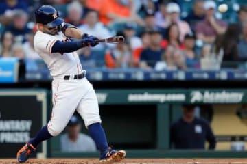 初回、パクストンからソロ本塁打を放ったアストロズのホセ・アルトゥーベ【写真:Getty Images】