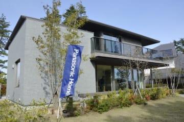 パナソニックホームズが販売する「防災持続力を備える家」のモデルハウス=11日、滋賀県東近江市