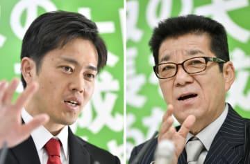 報道各社のインタビューに応じる吉村洋文大阪府知事(左)と松井一郎大阪市長